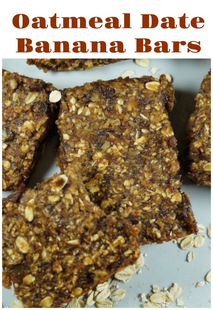 Oatmeal Date Banana Bars - We don\'t need to add oil, sugar, or gluten to this one. Very easy, healthy, and delicious! #oatmeal #oatmealbars #datebars #bananabars #bars #healthybars #snack #healthysnack #breakfastbar #veganbar #vegansnack
