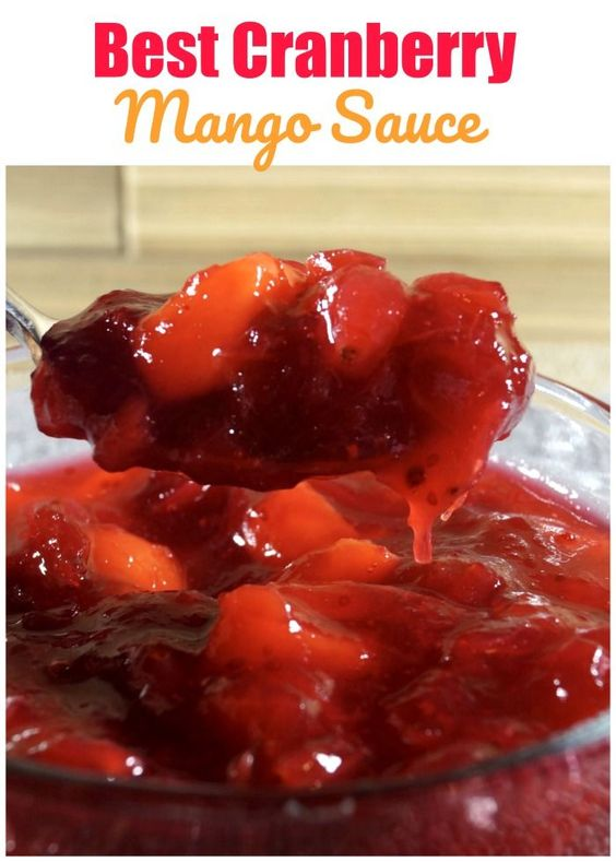 Vegan cranberry mango sauce - A twist on the classic cranberry sauce. Simple and refreshing. #cranberrysauce #vegancranberrysauce #mango #cranberry