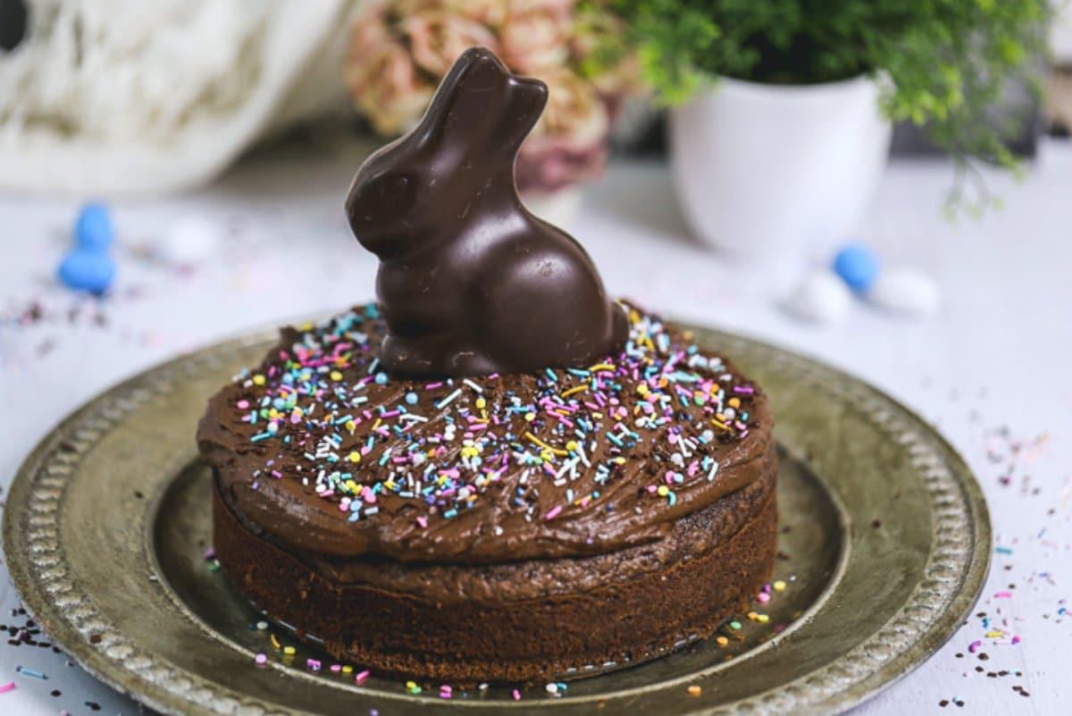 Easy Vegan Chocolate Cake with Chocolate Ganache